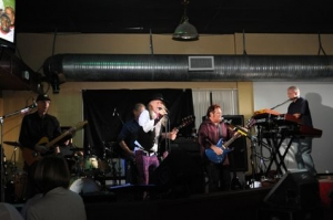 Headline performed Friday night at Chillers Brew Pub to a sold out audience.